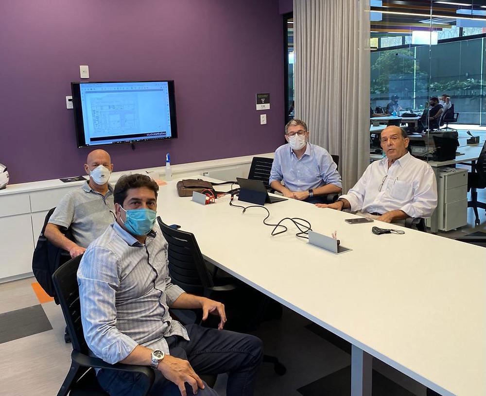 Nesta foto aparecem à esquerda (para direita) eng Irani, Silvio, Dimas e o prof Roberto de Oliveira, PhD, presidente da ACE