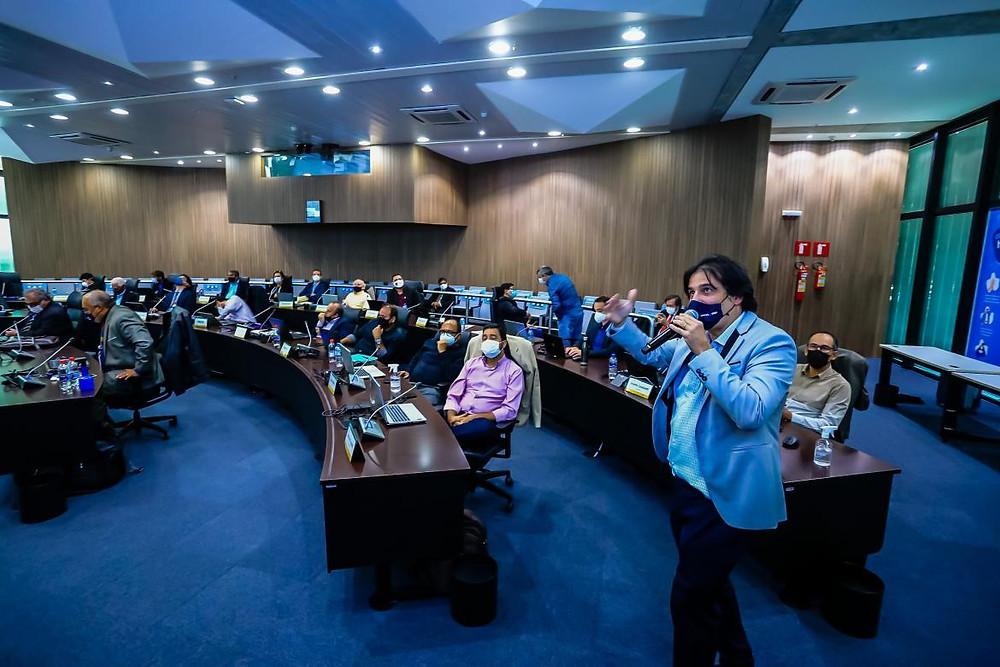Coordenador da CCEEE defendeu propostas como a que define as atribuições da Engenharia na atuação junto a provedores de internet