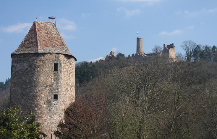 ヴィンデック城址、ヴァッヘンブルク城と青帽塔