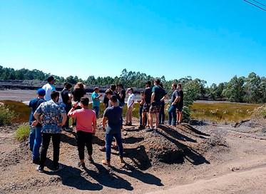 Acadêmicos do Unibave visitam bacia do rio Urussanga