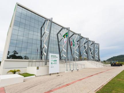 Setor de tecnologia conhece trabalho de pesquisa e desenvolvimento do SENAI