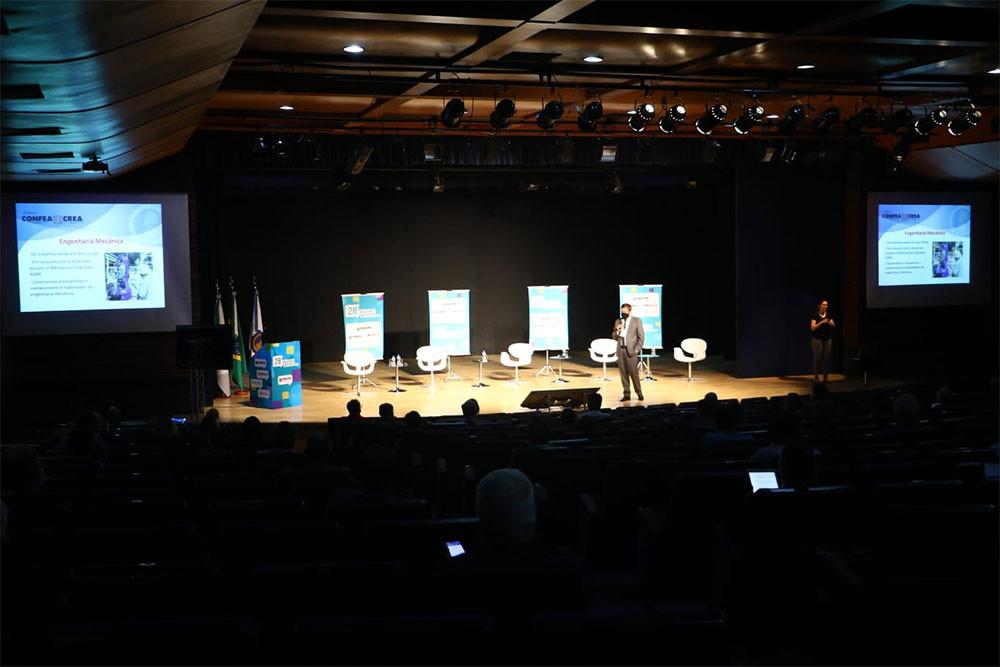 Presidente Joel Krüger profere palestra magna na abertura do evento em formato híbrido que marca a reabertura das atividades públicas presenciais do Crea-PR. Fórum discute os rumos da formação da Engenharia, Agronomia e Geociências