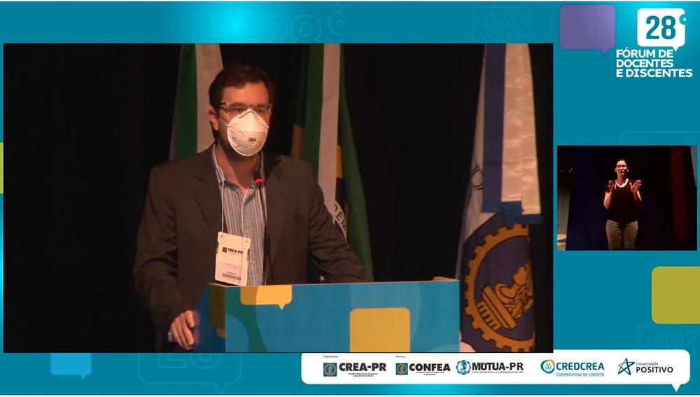 Reitor da Universidade Positivo, Roberto Di Benedetto, destacou a importância de a Engenharia discutir o atual momento do desenvolvimento do país