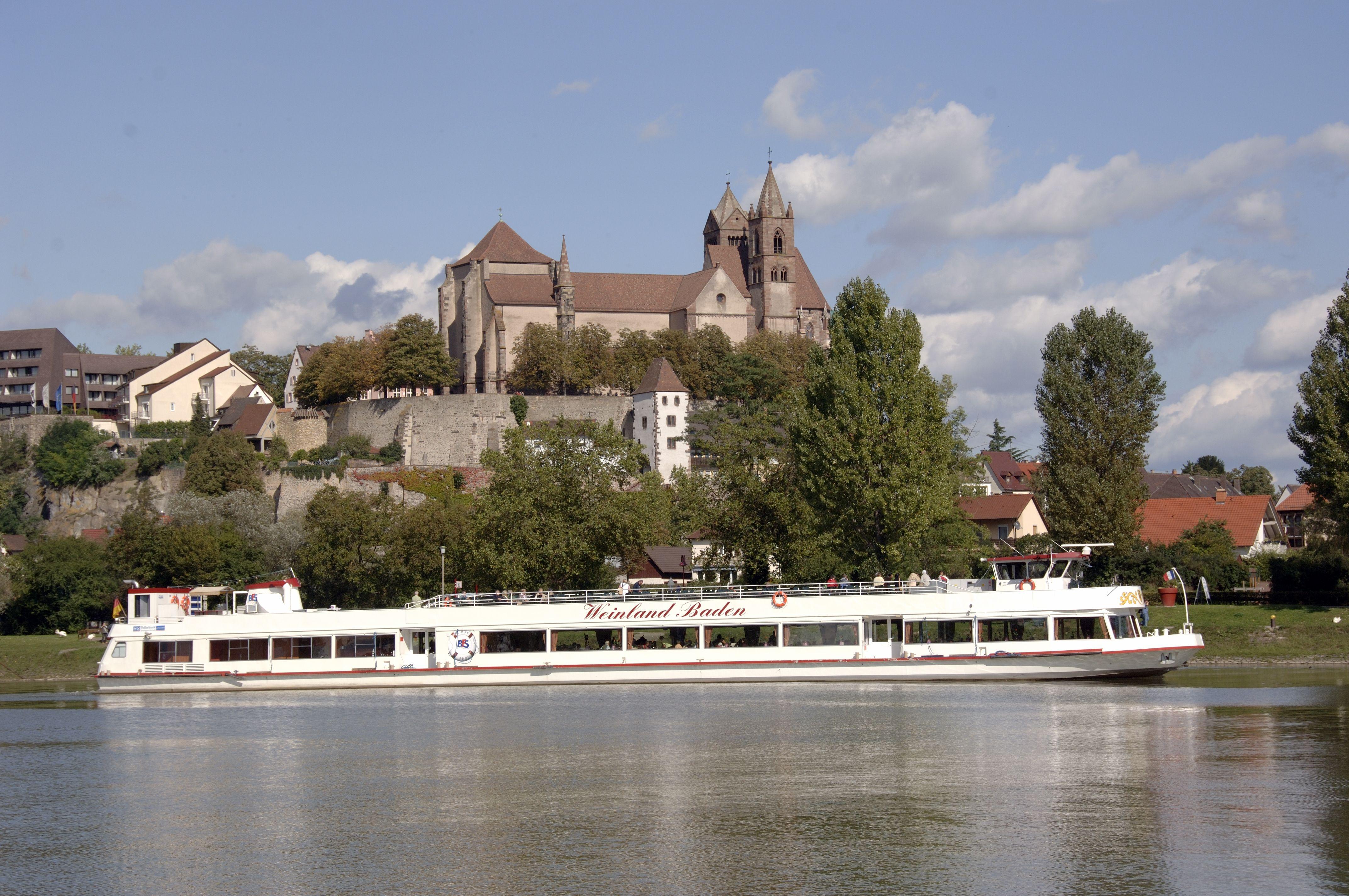 ライン川対岸からのブライザッハと聖シュテファン大聖堂