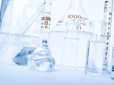 Cientistas descobrem uma maneira de remover microplásticos da água usando bactérias