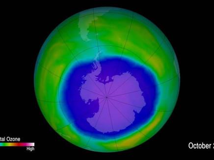 Buraco na camada de ozônio sobre a Antártida está diminuindo, diz estudo