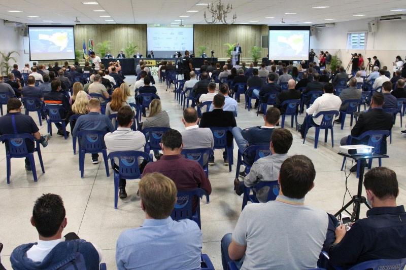 Mais de 200 pessoas acompanharam o seminário em Rio do Sul. Foto: Debora Claudio