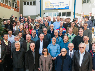 ACE promove encontro histórico dos primeiros eng. graduados pela UFSC em 1966 e atual equipe do EMC
