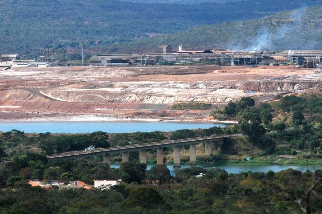 """Projeto do Comitê de Bacia Hidrográfica do Rio São Francisco reúne várias entidades em favor da revitalização do """"Velho Chico"""". As mudas serão plantadas em locais degradados do Rio."""