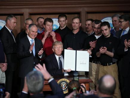 Trump assina decreto revogando políticas climáticas da era Obama