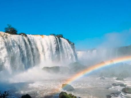 Pontos turísticos incríveis com água que você precisa conhecer!