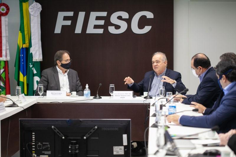 Almirante Edésio apresentou dados importantes sobre o Cluster do Rio e destaca trabalho que pode ser feito por aqui