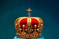 ダイヤとサファイヤがちりばめられた皇帝の冠