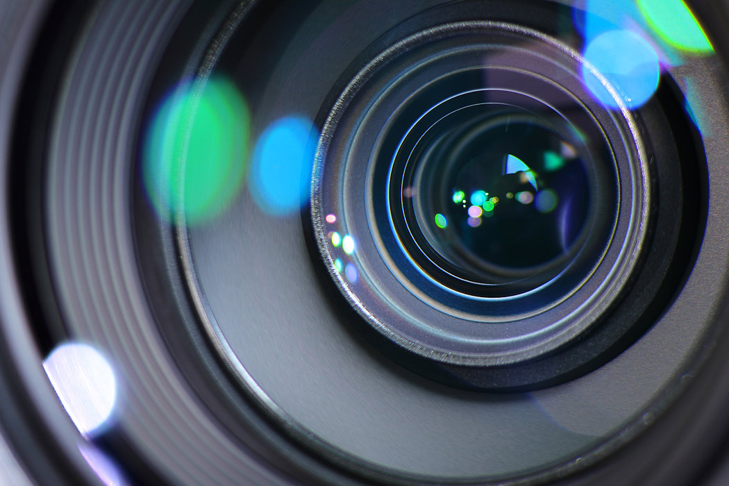 Camera-Zoom-Lens-Zooming-In-Or-Out-To-Fo