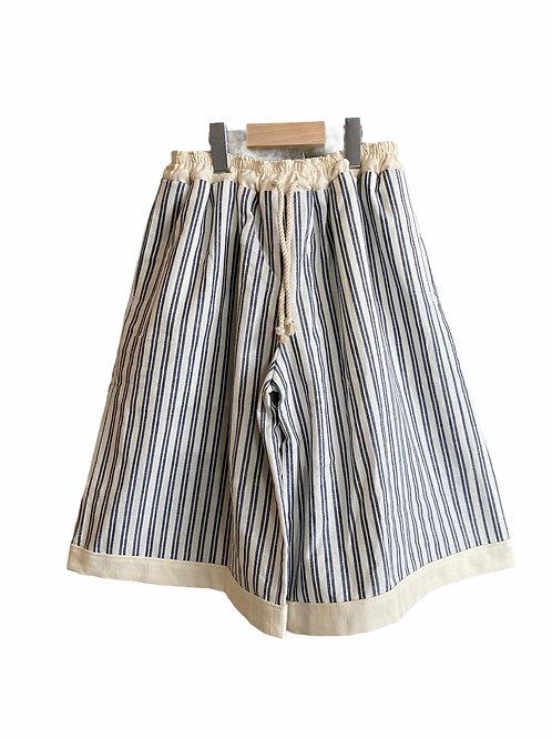 gather shorts line stripe