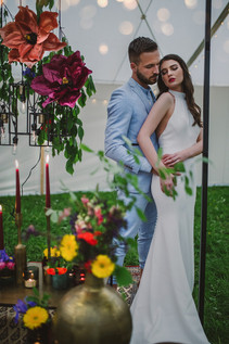Mejta - svatební oblek, svatba v šapitó
