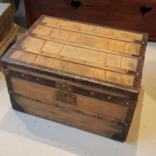 Ancien coffre bois et métal