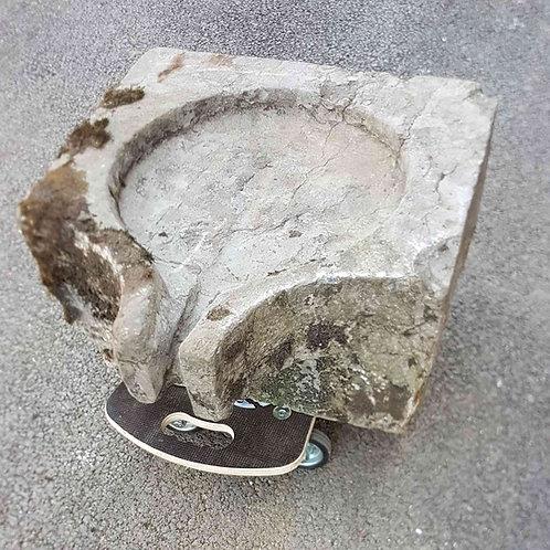 Bassin en pierre dessous de presse