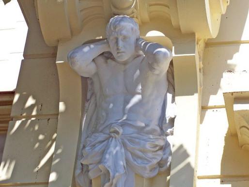Atlante. Escultura del Ayuntamiento de Málaga