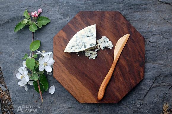 Ensemble planche à fromages et couteau