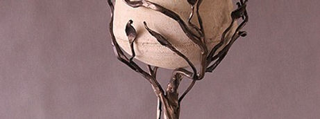 kwietnik z motywem florystycznym kuty tradycyjnie