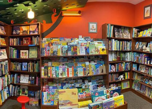The Bookloft - 3 tier case