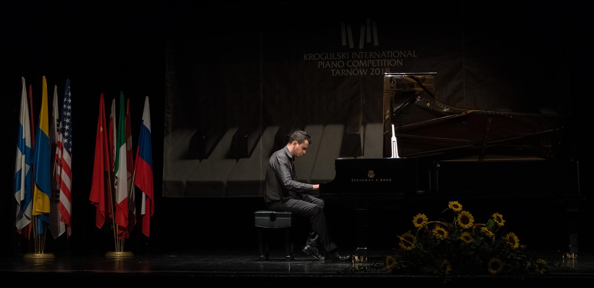 """Andrea Tamburelli, Włochy - III Nagroda, Kategoria """"Mistrzowie Fortepianu"""""""