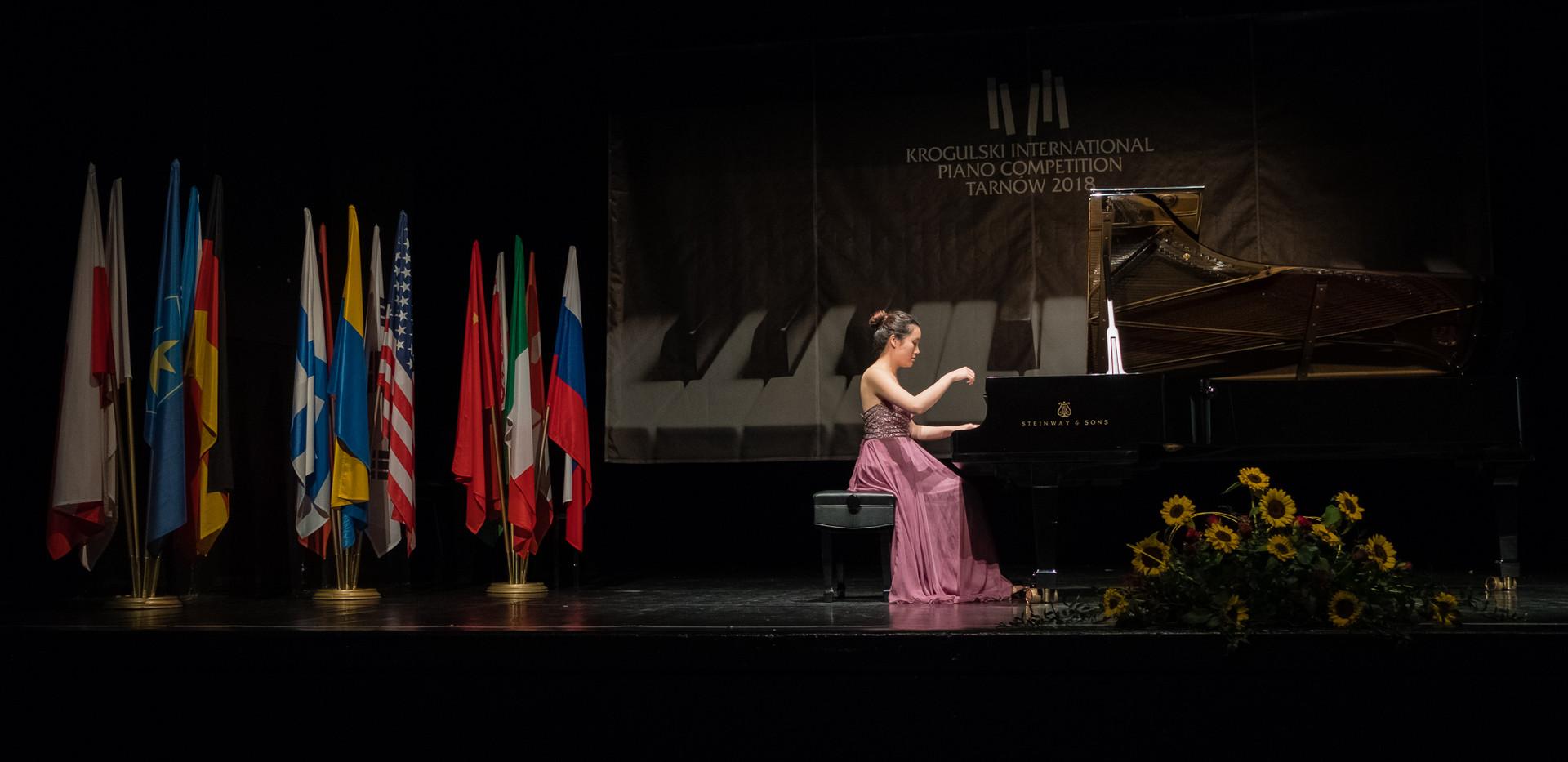 """Jingfang Tan,  Chiny - Nagroda Specjalna Prezydenta Tarnowa za najlepsze wykonanie utworów J.W.Krogulskiego,  Kategoria """"Mistrzowie Fortepianu"""""""