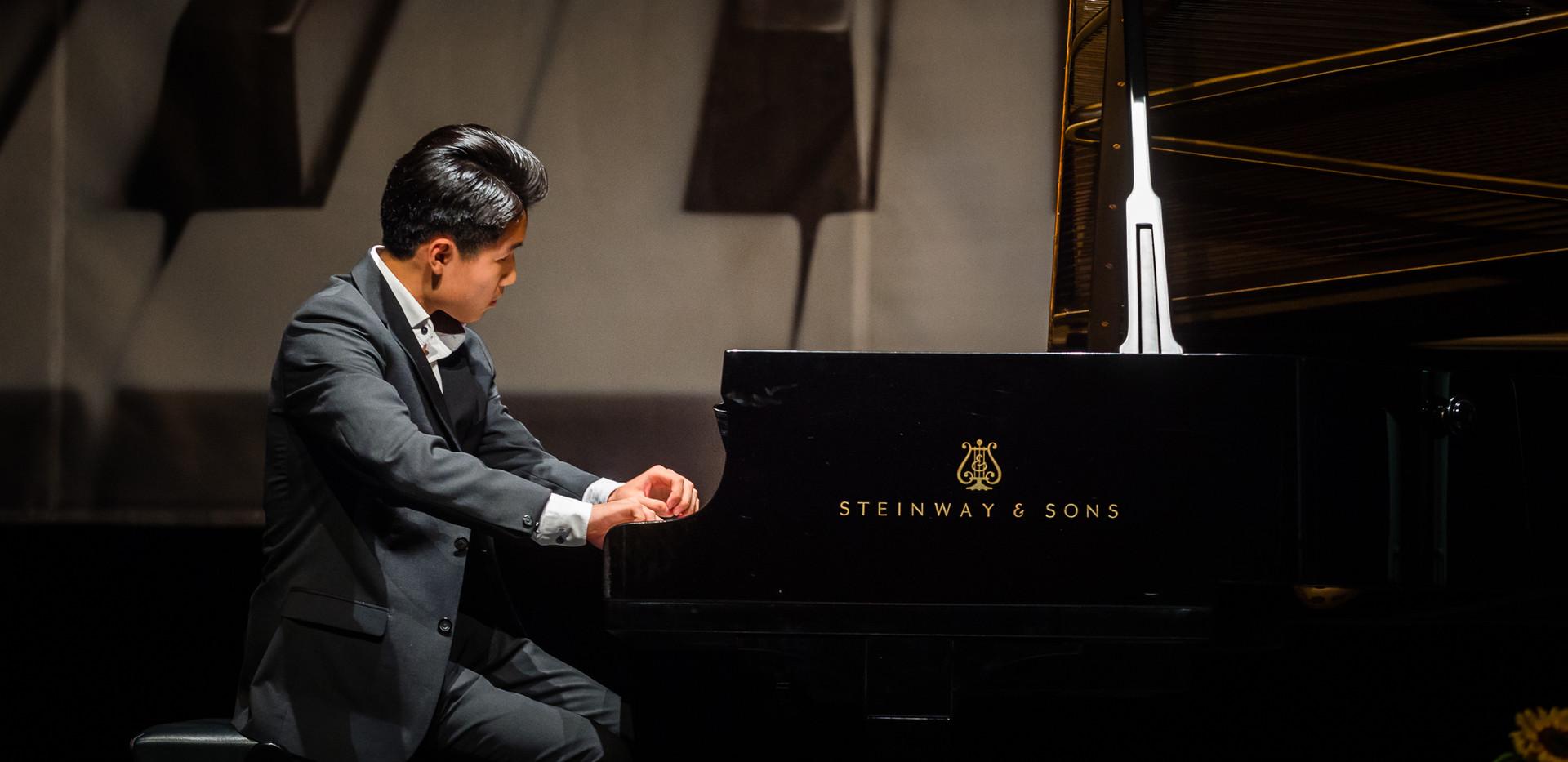 "Shiwen Yang, Chiny - I Nagroda, Kategoria ""Młodzi Wirtuozi"""