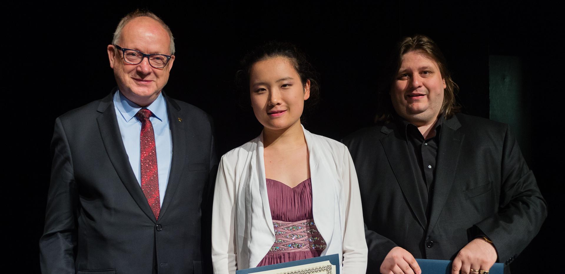 Sławomir Kolasiński - Skarbnik Miasta Tarnowa, Jingfang Tan (Chiny), dr Krystian Tkaczewski