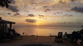 Le couché de soleil sur e deck