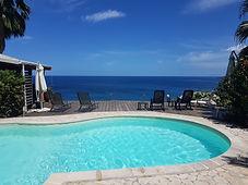 La piscine face à la mer des caraibes