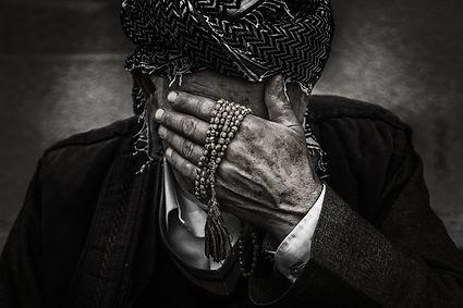 un musulman démuni et attristé
