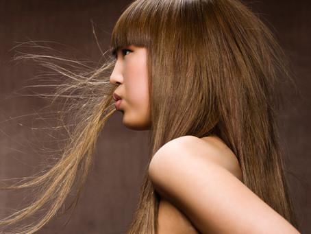 前髪ってすぐ伸びますよね!切っても切ってものびてしまう前髪。 自分で前髪をセルフカットして、パッツン前髪になってしまったり、バランスが悪くなってしまったりで「ああ、また失敗!」なんて経験ありませんか?