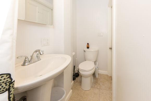 10-bathroomjpg