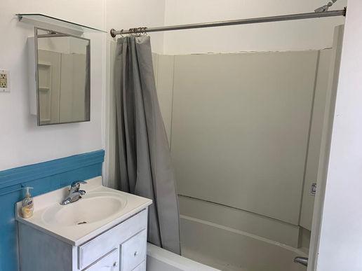08-bathroom-3jpeg