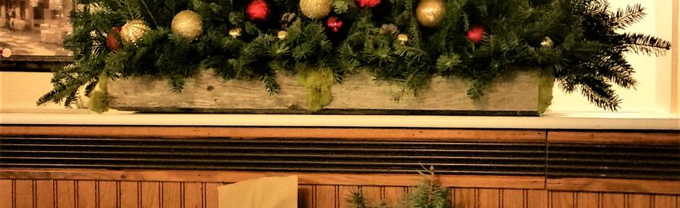 Kozy's Pub Holiday Decor