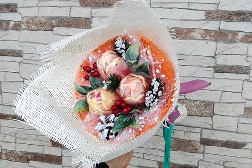 buket-tyulpanov-iz-myla-ruchnoj-raboty-giftstudioclub-moskva