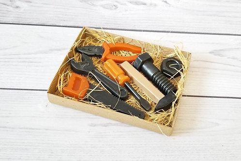 Подарочный набор из фигурного мыла ручной работы: болт и гайка, пассатижи, разводной ключ, пила, отвертка, молоток