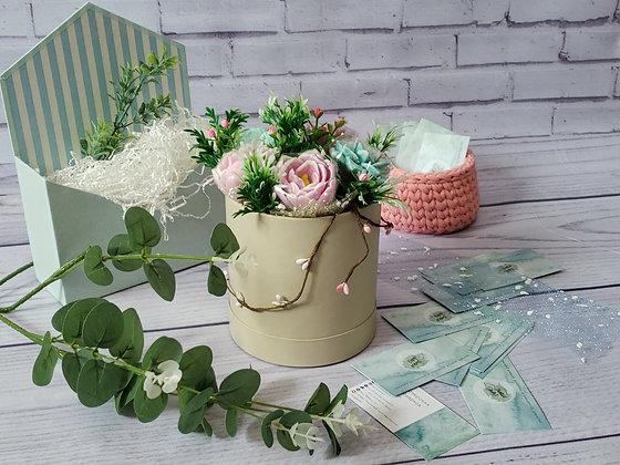 Композиция из мыла «Бруния, сукуленты, тюльпаны» в коробке