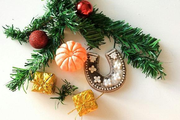 Пряник и мандарин рождественский сувенир на ёлку