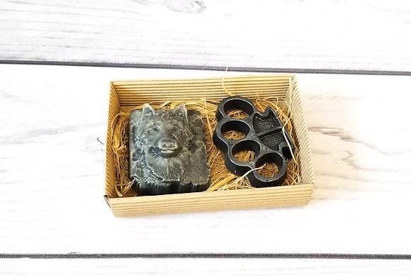 Подарочный набор Охотник из фигурного мыла ручной работы: волк; кастет; Творческий клуб Мастерская подарков