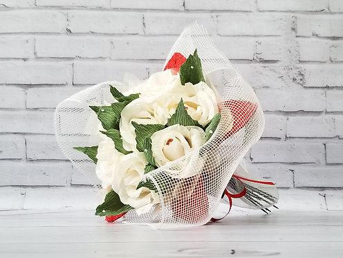 Букет с конфетами; Розы в наличии