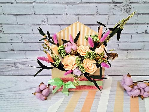 Эко композиция из роз и сухоцветов в конверте