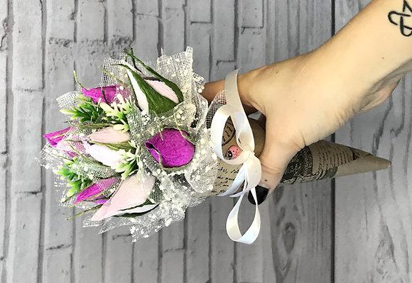 """Кулёк цветов с конфетами """"Нежность"""""""
