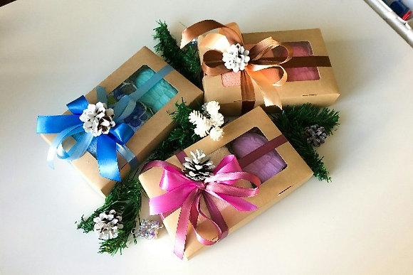 Новогодний подарочный набор с мылом варежка и полотенцем