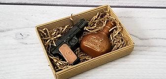 """Набор из мыла """"Пистолет и виски"""""""