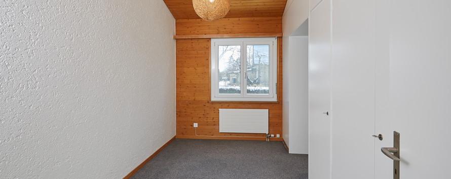 Zimmer mit Wandschränken