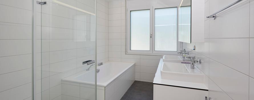 Nasszone mit Badewanne/Dusche