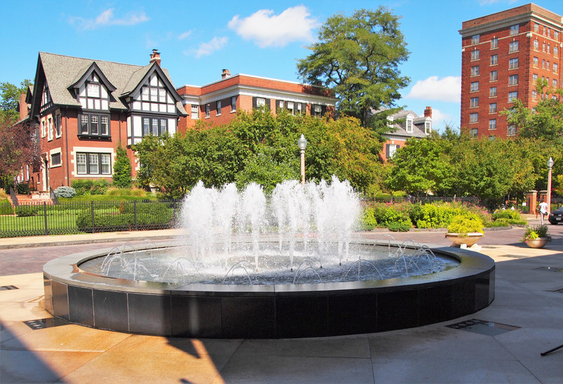 Maryland Plaza Fountain.jpg